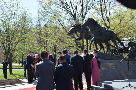 1. Открытие на Поклонной горе памятника-подарка Монголии - По дорогами войны