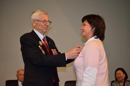 Награждение директора Мемориального музея космонавтики медалью Общества