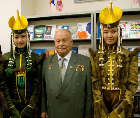 3. С монгольскими красавицами Улан-Батор, 2009г.
