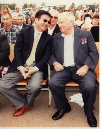 11. Между ВИП-персонами -Послом Монголии Д. Идэвхтэном и В.В.Горбатко (2012г.)