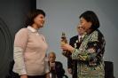 Директор Музея космонавтики Артюхина Н.В. вручает бюст Гагарина Ю.А. Послу Монголии в РФ Б. Дэлгэрме