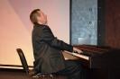 Выступает известный пианист, член Общества Сергей Алехин